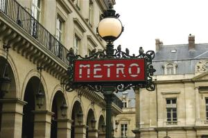paris-metro-sign